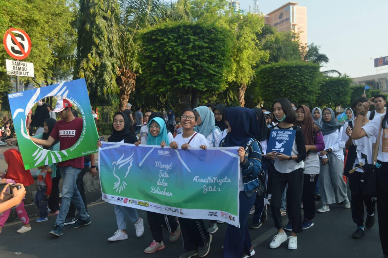 """AIESEC UNDIP Selenggarakan Acara Peace Walk """"Merajut Satu dalam Kebhinekaan"""""""
