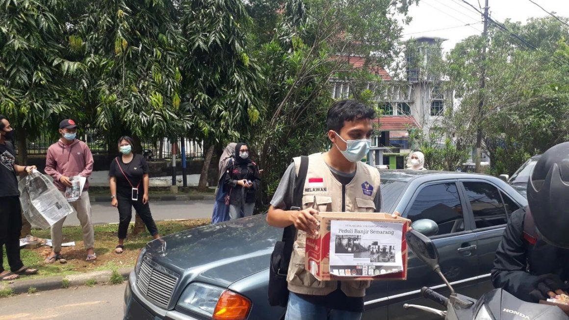 Aksi Solidaritas Mahasiswa Undip Galang Dana Peduli Korban Banjir di Semarang