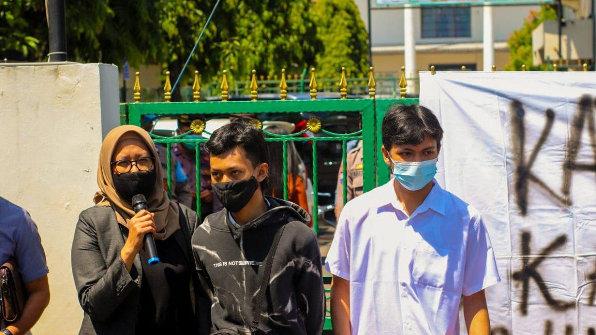 2 Mahasiswa Penolak Omnibus Law Dituntut 3 Bulan Penjara