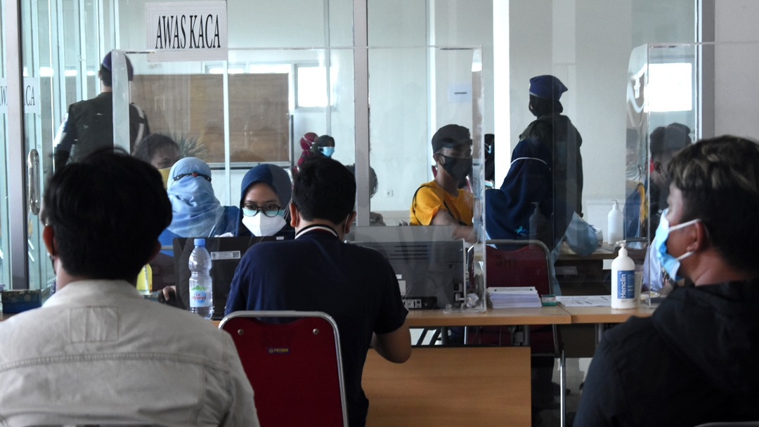 Ratusan Orang Ikuti Vaksinasi Covid-19 di Laboratorium Sentral RSND