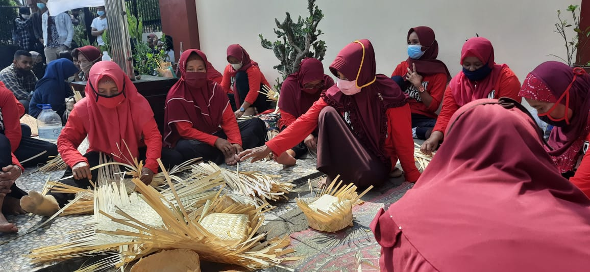 Kawal Gugatan Soal Proyek Bendungan Bener, Wadon Wadas Gelar Aksi di PTUN Semarang